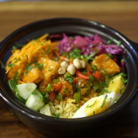 Mì Hàn Quốc trộn sốt cay và rau củ