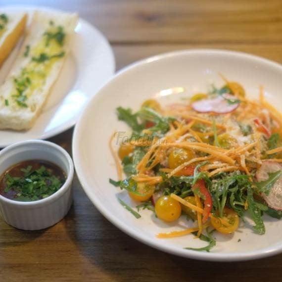 cà rốt đà lạt salad củ cải đường & Garlic Bread