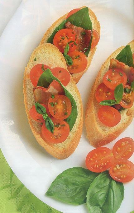 Bánh mì lát với cà chua bi - Santorino Coffee & Veggies