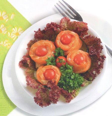 Cá hồi cuộn cà chua bi áp chảo - Santorino Coffee & Veggies