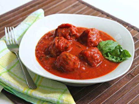 Sử dụng rau quế tây với những món sốt cà