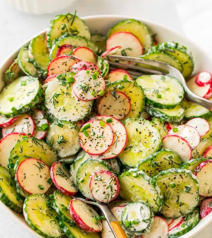 salad dưa leo củ cải đường và greek yogurt