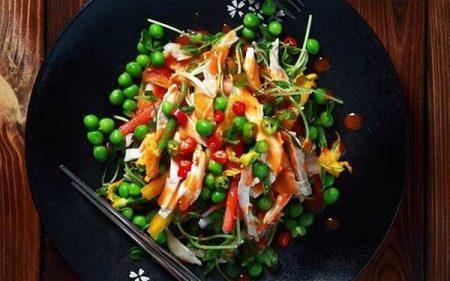 Salad rau mầm và thịt gà - Santorino Coffee & Veggies