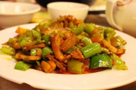 Thịt ba chỉ xào ớt chuông xanh - Santorino Coffee & Veggies