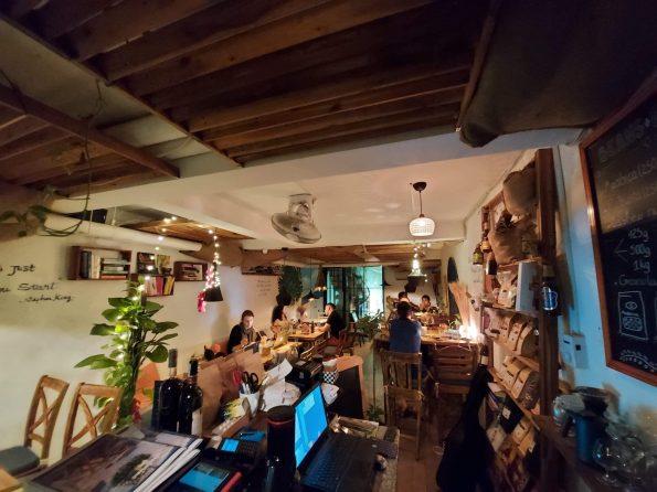 Santorino coffee & veggies interior