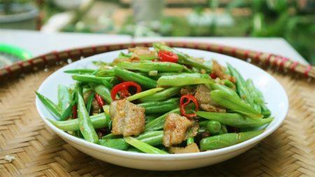 Trưa nay ăn gì: Gỏi bắp cải tím trộn thịt bò xua tan cơn đói mệt nhọc
