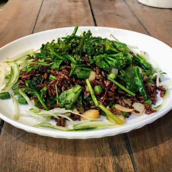 Cơm chiên gạo lứt và bông cải - Santorino